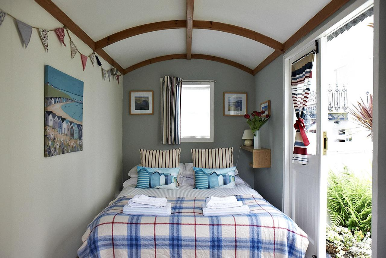 The Beach Hut Apartment, Brighton & Hove Images - 24